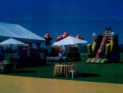 Fotografía incorporada al sumario de las carpas y los castillos hinchables de la fiesta de comunión.