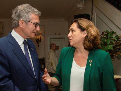 Ada Colau habla con el embajador de España en Naciones Unidas, Santiago Cabanas, en Nueva York.