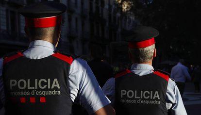 Dos 'mossos', en una imagen de archivo.