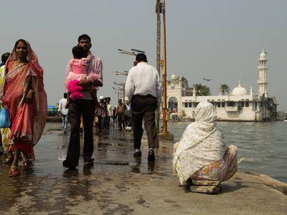 Las mujeres han tenido prohibido el acceso al santuario interior de Ali Haji Durga, el templo musulmán más famoso de Mumbai, hasta la reciente resolución del Tribunal Supremo de India.