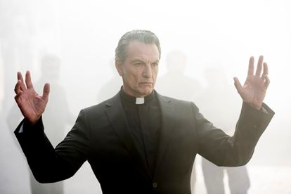 Cosimo interpreta al padre Angelo, un sacerdote-demonio, en '30 monedas', la serie de terror de Álex de la Iglesia.
