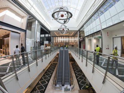 El interior del centro comercial Plaza Río 2, de la Sociedad General Inmobiliaria de España (LSGIE), con otros siete centros comerciales en el país.