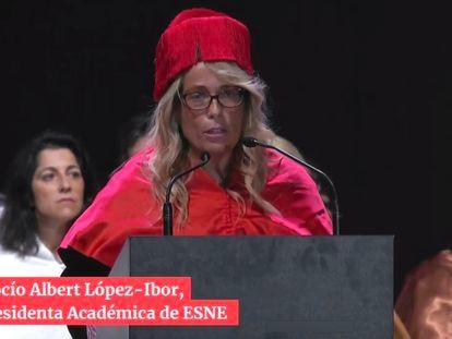 La hoy viceconsejera Rocío Albert López-Ibor en el acto de graduación de los alumnos de ESNE de 2019.