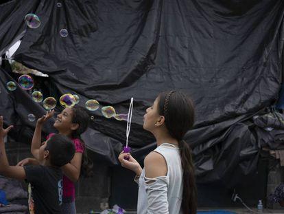 No salir de la plaza para no ser secuestrado. El campamento de migrantes en Reynosa, en imágenes