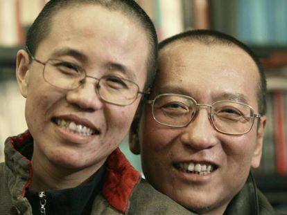 Liu Xiaobo y su esposa Liu Xia, en una foto distribuida por la familia en 2010.