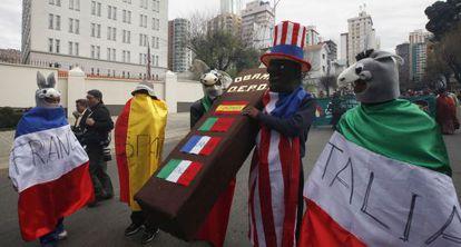 Protestas frente a la embajada de EE UU en La Paz, Bolivia, el 8 de julio.