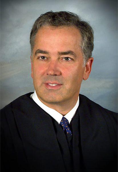Fotografía de archivo del juez John E. Jones.