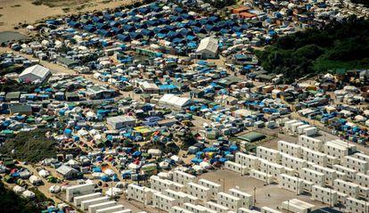 """Vista aérea de la """"jungla"""" de Calais, del pasado 16 de agosto."""