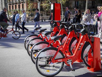 Bicicletas de la segunda generación del Bicing en una de las nuevas estaciones.