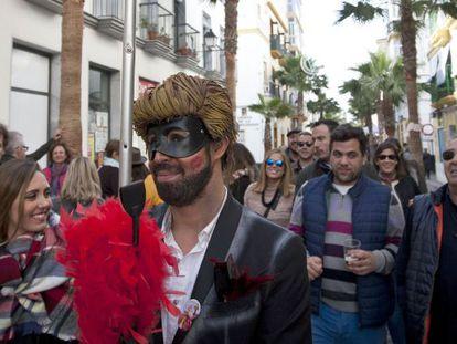 Vecinos y visitantes de Cádiz, durante el Carnaval, este fin de semana.