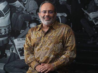 Carlos Lopes, alto representante de la Unión Africana para las negociaciones con Europa, en una de las salas de la redacción de El País, en Madrid.