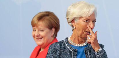Ojito que te estoy vigilando: La canciller alemana, Angela Merkel (izquierda), le da la bienvenida a la directora gerente del Fondo Monetario Internacional, Christine Lagarde, al inicio de la cumbre del G20 el 7 de julio de 2017 en Hamburgo, Alemania.
