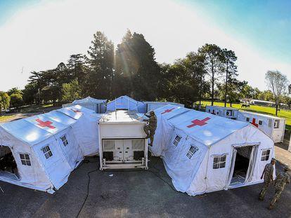 Militares argentinos montan un hospital de campaña en Campo de Mayo, el 22 de marzo de 2020.