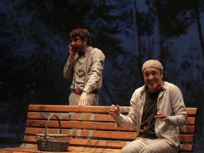 Gorka Otxoa, de pie, y Roberto Álvarez en 'Continuidad de los parques'.