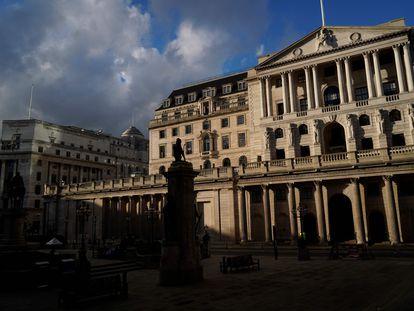 El confinamiento ha vaciado las calles que rodean al Banco de Inglaterra, en el corazón financiero de Londres