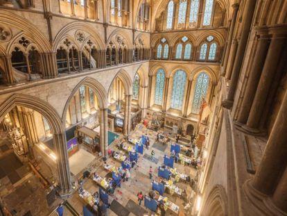 Interior de la catedral de Salisbury, el 16 de enero, durante la vacunación contra la covid-19.