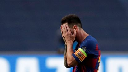 Messi se lamenta durante el partido ante el Bayern en Lisboa en cuartos de final de la Champions.