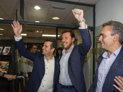 Los socialistas Luis Tudanca (izquierda) y Óscar Puente (derecha).