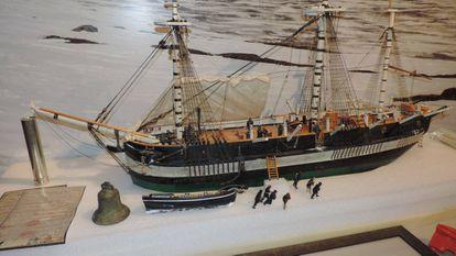 Modelo del 'Erebus' atrapado en el hielo, en el Heritage Center de Nattilik.