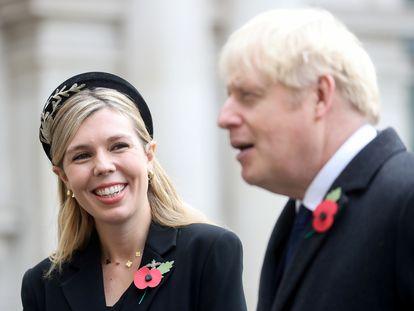 El primer ministro británico Boris Johnson y su pareja, Carrie Symonds, en Londres el pasado 8 de noviembre.