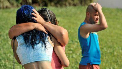 Amigos y familiares de los fallecidos en el club Pulse de Orlando, tras conocer su muerte.