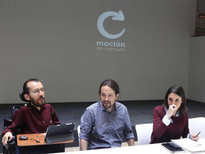 El líder de Podemos, Pablo Iglesias (centro), junto a Pablo Echenique e Irene Montero, el pasado sábado.