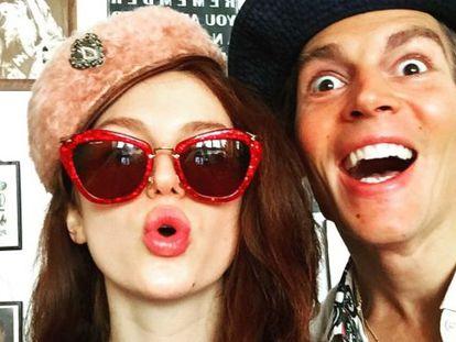 Tali Lennox y su novio Ian Jones.