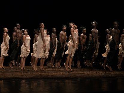 Los bailarines de la École des Sables durante la actuación en los Teatros del Canal.
