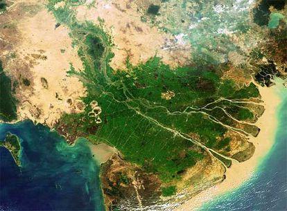 La desembocadura del Mekong en el Pacífico nos brinda una bella estampa que los lugareños comparan al dragón Cuu Long por las nueve bifurcaciones del río, las mismas que colas tiene el animal de la mitología autóctona.