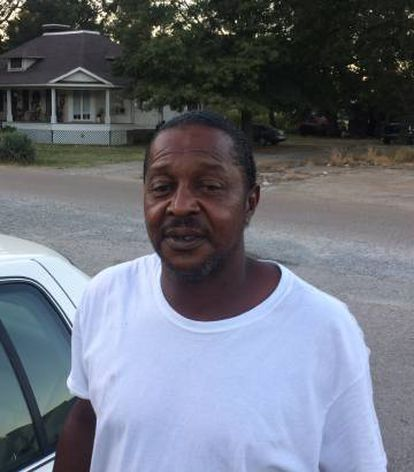 Roy, de 48 años, vecino de Elaine.