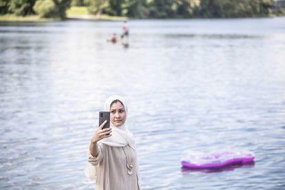 Masomeh Etemadi, en el lago Silbersee.
