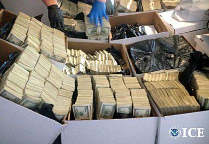El dinero del narco incautado por la policía en Los Angeles.