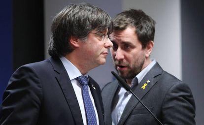 Carles Puigdemont y Toni Comín, el pasado 19 de diciembre en Bruselas.
