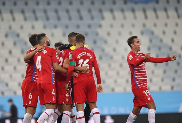 Los jugadores del Granada celebran su histórico pase a la fase de grupos de la Liga Europa.