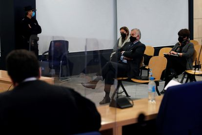 El extesorero del PP Luis Bárcenas sentado en el banquillo de los acusados durante la primera sesión del juicio, el lunes 8 de febrero.