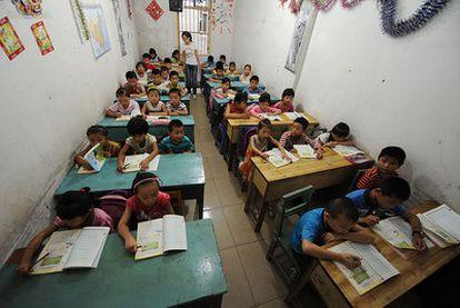 Niños y niñas, en una escuela china en la zona de Anhui