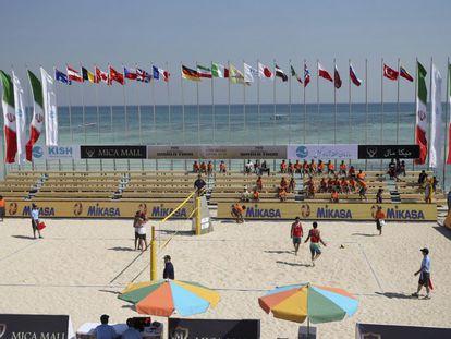 Partido de vóley playa este lunes en el World Tour de la isla de Kish.
