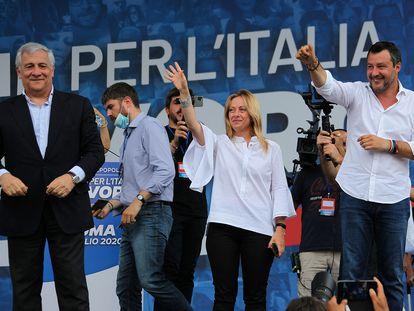 Los líderes de la coalición de derechas, en un mitin este fin de semana. De izquierda a derecha: Antonio Tajani (Forza Italia), Giorgia Meloni (Hermanos de Italia) y Matteo Salvini (La Liga).