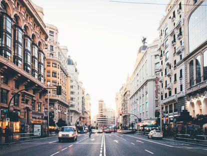 La Gran Vía de Madrid, una de las calles con más alfalto y menos vegetación de la ciudad. |