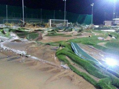 Campo de fútbol del C.D Cardassar tras las inundaciones de octubre 2018.