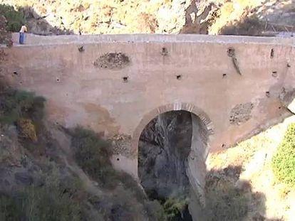 Fallece una joven inglesa haciendo 'puenting' en Granada