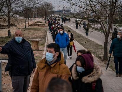 8.000 personas fueron citadas el lunes para ser vacunadas solo en el Zendal.