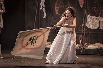 Una escena de 'Lysístrata', de Aristófanes, interpretada por Las Niñas de Cádiz.