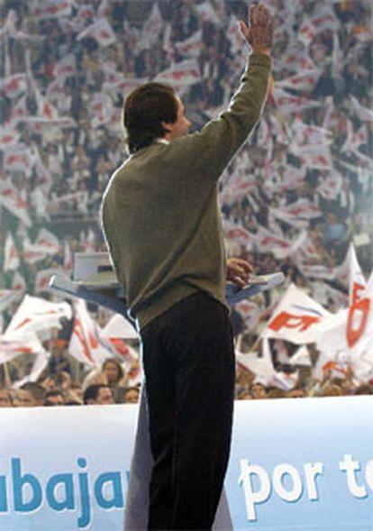 José María Aznar saluda a los asistentes al acto de Vista Alegre.