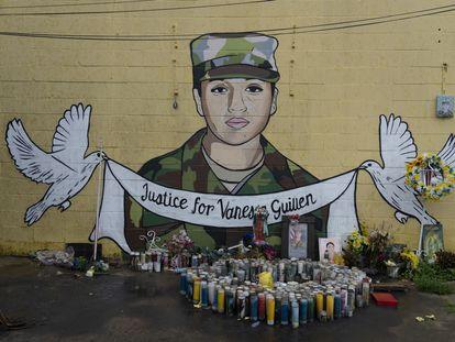 Vista del mural en honor a la soldado de origen mexicano Vanessa Guillen en Texas. Su muerte expuso un patrón de violencia y abuso contra los soldados en Fort Hood, la base en servicio activo más grande del ejército de los EE. UU. También provocó indignación nacional por el manejo de los funcionarios federales del acoso sexual y las muertes fuera de combate.