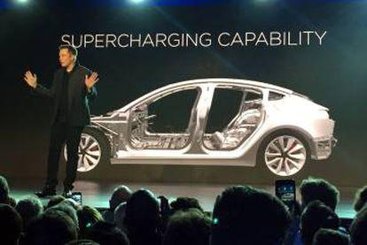 Elon Musk presenta el automóvil Tesla Model 3