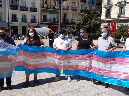 Varios representantes de colectivos LGTBI, este lunes en la plaza de Pedro Zerolo, en el barrio madrileño de Chueca.