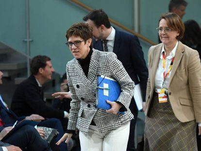 La presidenta de la CDU, Annegret Kramp-Karrenbauer, a su llegada a la reunión del partido sobre migración, integración y seguridad.
