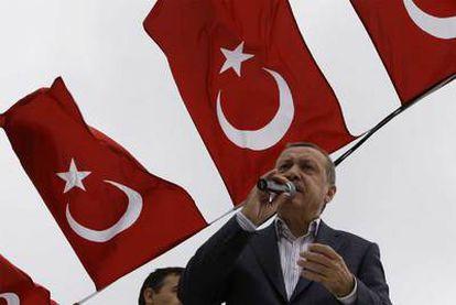 El primer ministro turco durante un mitín para el referéndum constitucional
