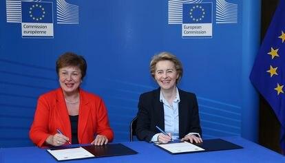 La directora del Fondo Monetario Internacional (FMI), Kristalina Georgieva y la Presidenta de la Comisión Europea, Ursula Von der Leyen en Bruselas, el 28 de enero de 2020.